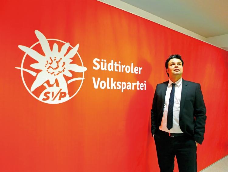 SVP Senator Durnwalder schrieb auf Vorschlag des SSO eine Empfehlung zugunsten einer erleichterten Vertretung der SlowenInnen im italienischen Parlament